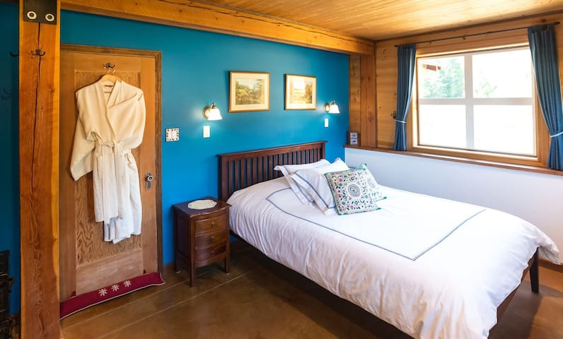 Red Barn Lodge Blue Room