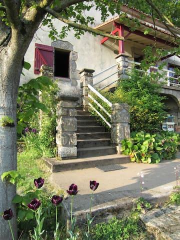 10 KM du Puy du Fou – Site protégé - Mortagne-sur-Sèvre - Dom