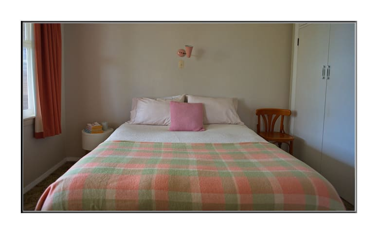 Karoro retro apartment A - free WIFI & breakfast