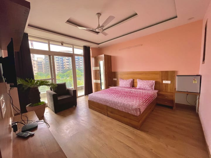5 BHK plus hall best for PARTY nr huda city metro