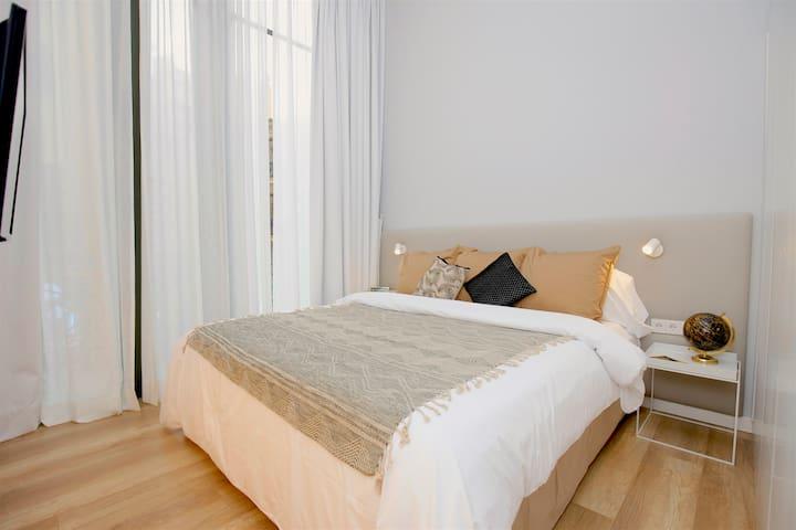 Gran cama doble de 180x200, con la posibilidad de conventirse en dos camas individuales.