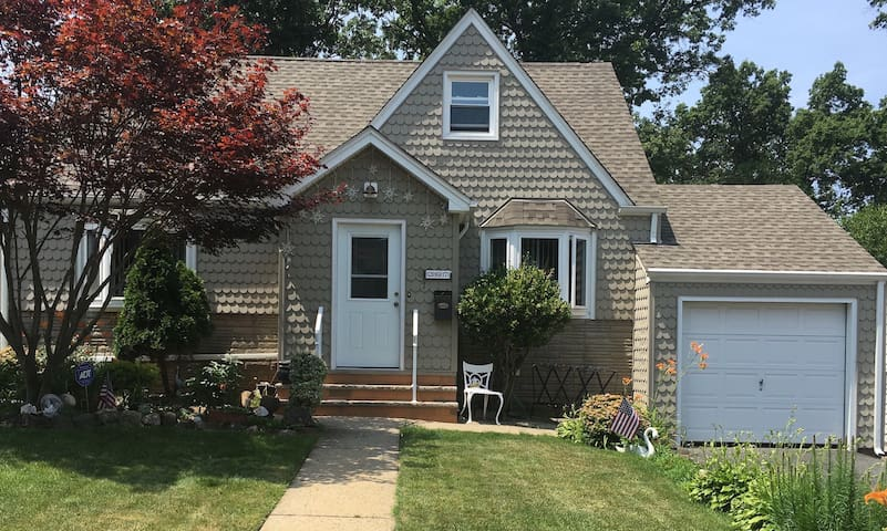 Comfortable home with yard.  20 miles to NYC!! - Belleville