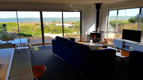 Coorong Waterfront Retreat, holiday house