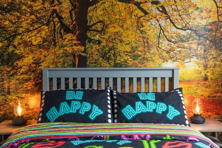 Green Room in stylish garden flat in leafy Eltham
