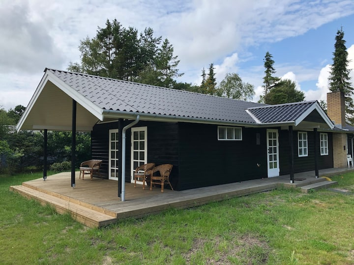 Newly renovated cottage with sauna and hot tub.