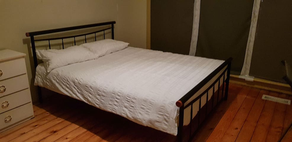 Private room in sharehouse, 5 mins walk to Deakin