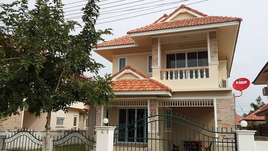 2 storey house in secure village near Chiang Mai - Tambon San Na Meng - House