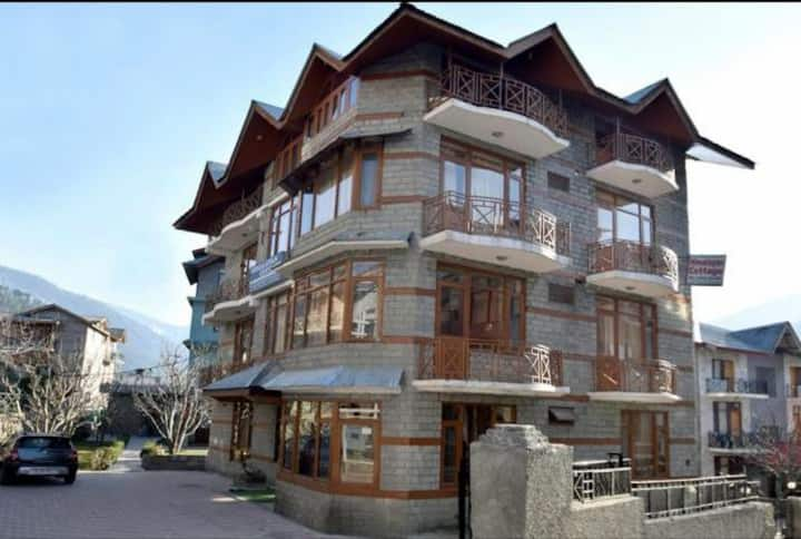 HIMALAYAN COTTAGES Fully Sanitized Best for Groups