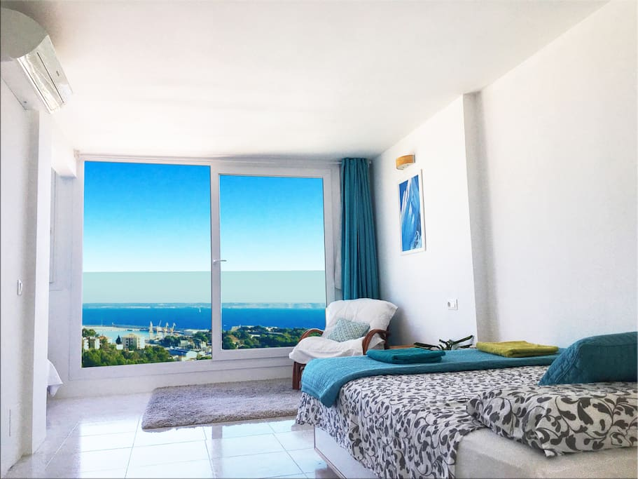Brand new panoramic windows have just been installed (June 2017) with ideal sound / heat isolation. The Mediterranean view: sea, tiled roofs, pine trees and mountains. Palma Bay and plenty of Sky. ;)