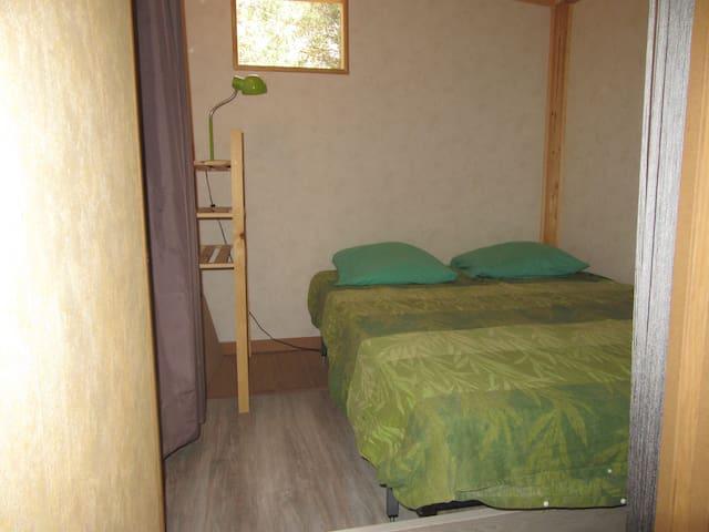 La chambre avec ses draps livrés