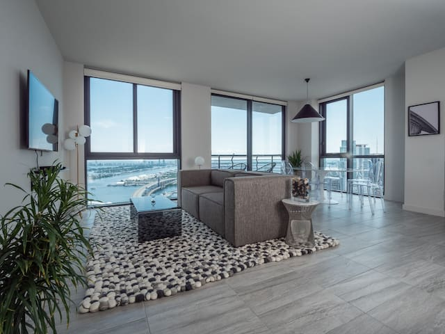 Top Floor 2 BR | Skyline & Ocean View | Downtown