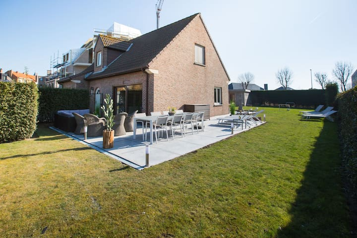 Beautiful detached home with spacious garden and infrared sauna, 800 m from the sea