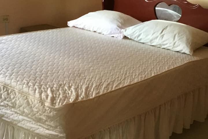 Double bedroom in quiet, safe apartment in Diamond