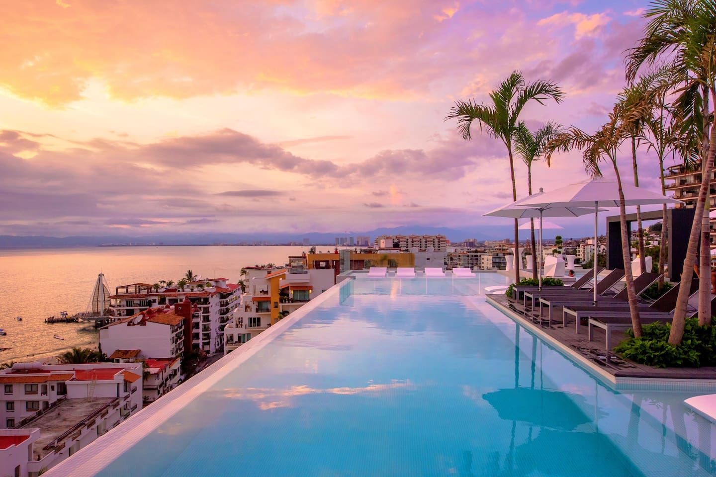 65 foot Roof Top Infinity pool  with spectacular Ocean and Mountain views!