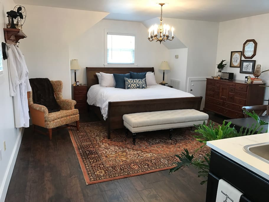 Nonesuch Guesthouse in Downtown Florence