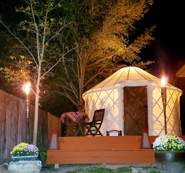 Backyard Bohemia-Cozy Glamping/Romantic Adventure!