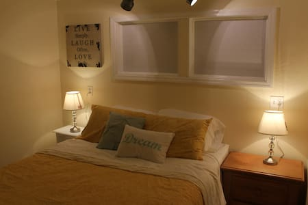 Charming Historic Old Northeast Guesthouse - Saint Petersburg
