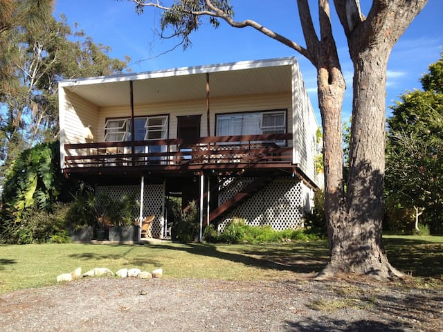 Classic 1960's beachcomber style cottage - Sanctuary Point