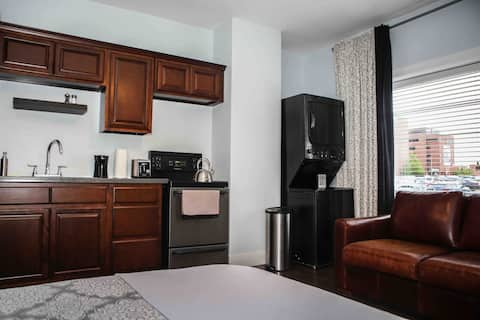 Bachelor Suite beside Moncton hospital