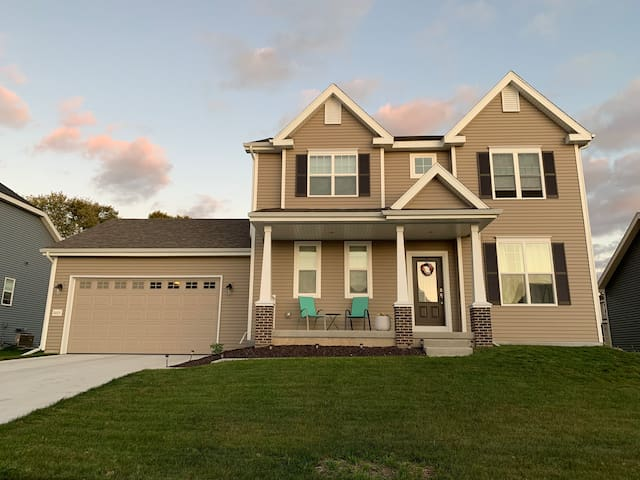 Madison weekend getaway in a 3 BR, 1.5 bath home!