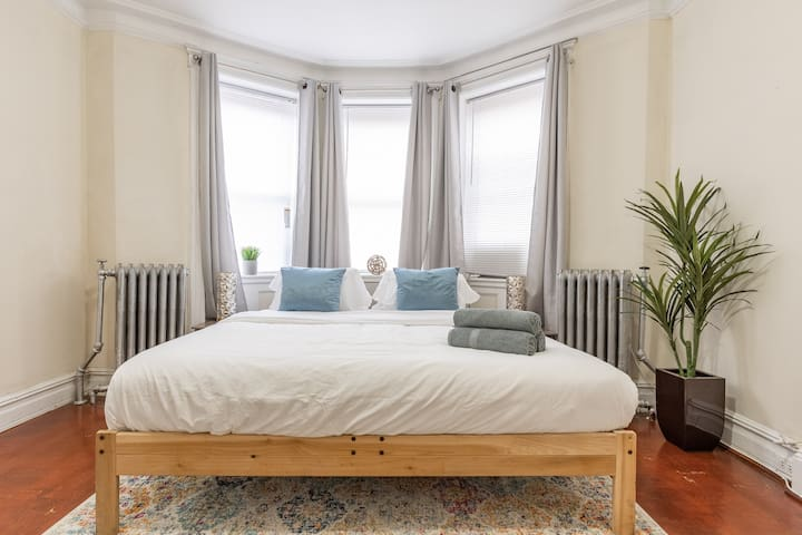 King Size 3 Bed 2 Full Bath Just 15 Min Manhattan