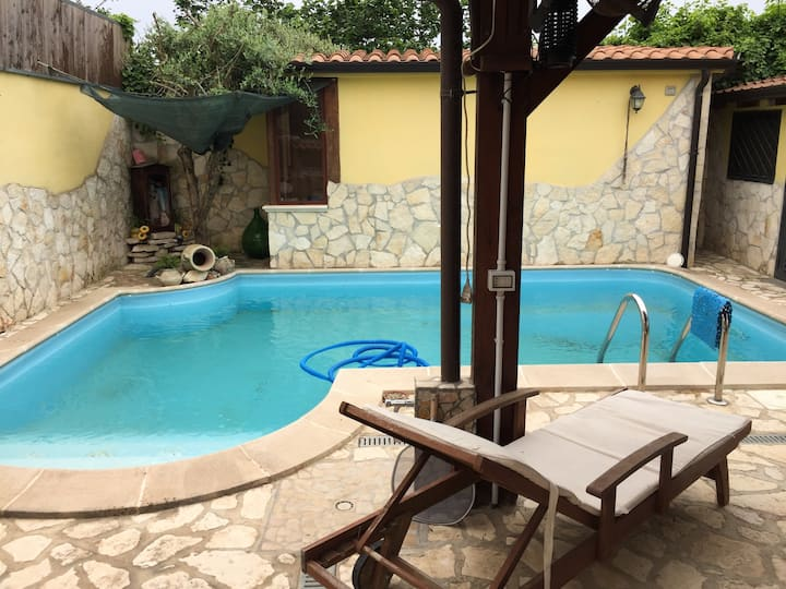 Villa with one bedroom in Giugliano in Campania, with shared pool, furnished terrace and WiFi - 3 km from the beach