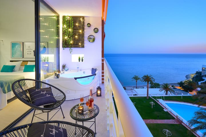 SUITE DEL MAR. Luxury apartment with jacuzzi.