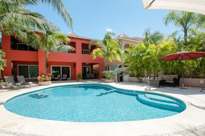 5 BD Villa with Large Pool & Minutes from Beach