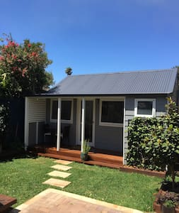 Light Drenched and Private Cabin - Petersham