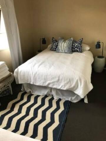 Maryvale Hotel - Bedroom 2 - Blue gum