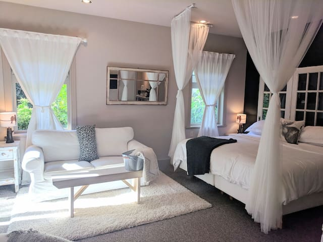 Amara Bed & Breakfast with Private Hot Tub