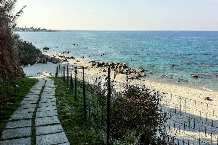 Calabria-Punta Alimede - appartamento sul mare N.3