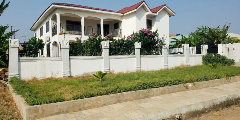 5 bedroom house in Community 20 Tema - Tema New Town - Huis