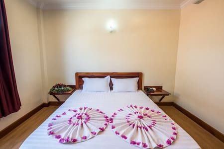 Seng Hout Hotel - Krong Battambang - Bed & Breakfast