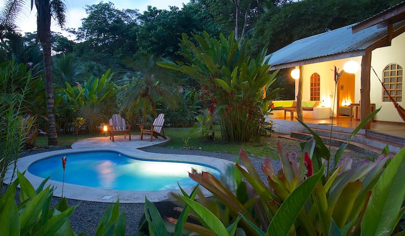 3BR TROPICAL BEACH HOUSE & POOL - puerto viejo  - Haus