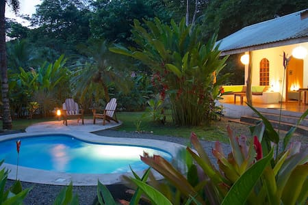 3BR TROPICAL BEACH HOUSE & POOL - puerto viejo