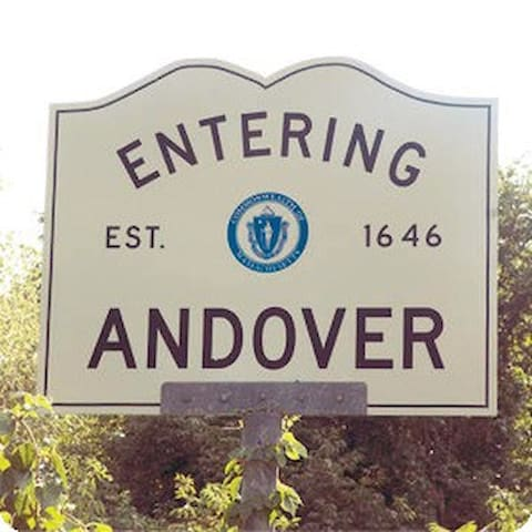 Special April, few days left.. $50! - Andover - Apartamento