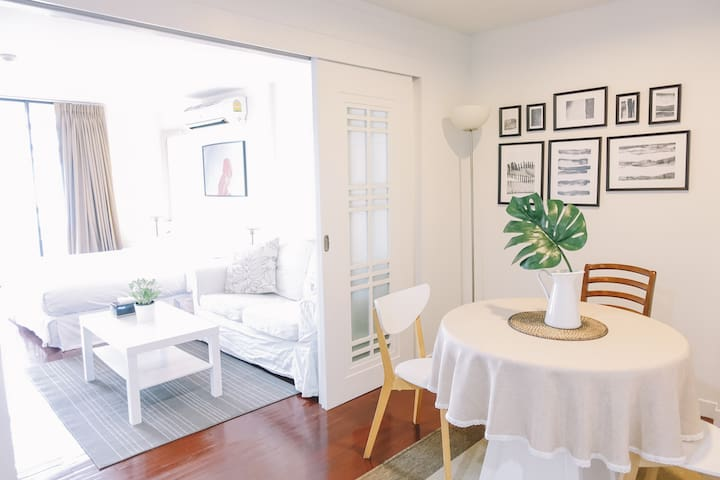 Stylish Apartment with balcony in the Hippest area