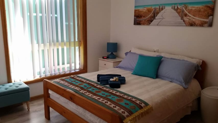 Comfy Double Room in BEAUTIFUL South West Rocks