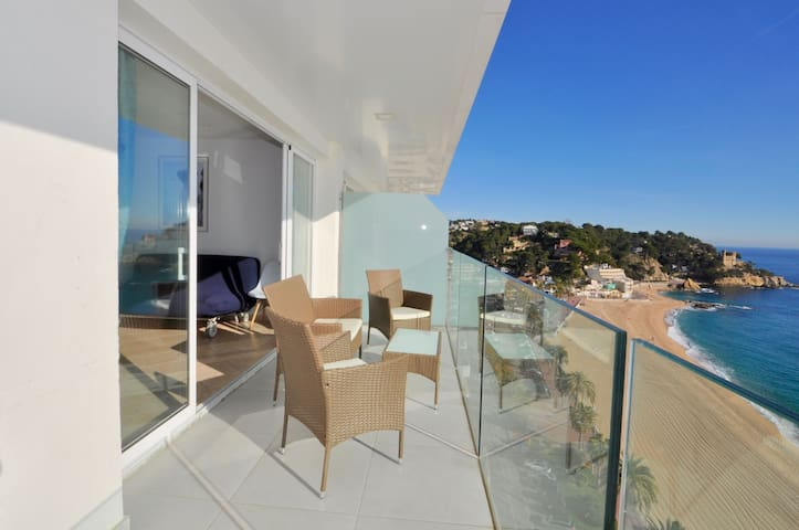 Apartment with a sea view, 50m from the beach, 14th floor