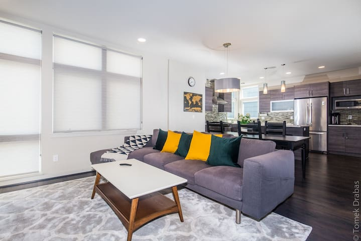 Brand New stylish Lux Queen Anne House with a view