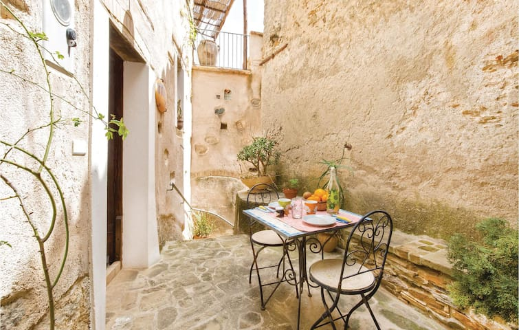 Holiday apartment with 2 bedrooms on 50m² in Belmonte Calabro (CS)