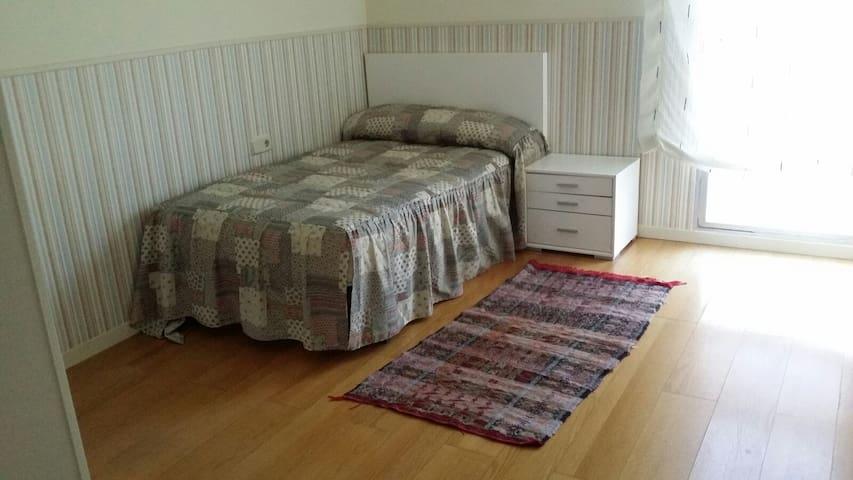 Espaciosa habitación individual - Pamplona - Apartamento