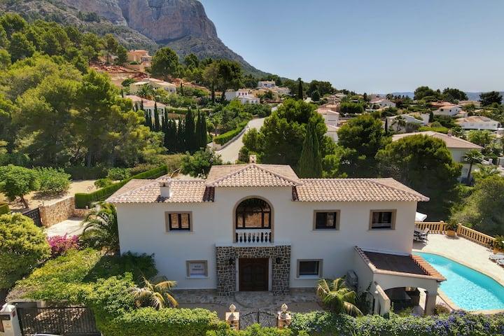 Spectacular 6 Bedroom Luxury Villa in Javea