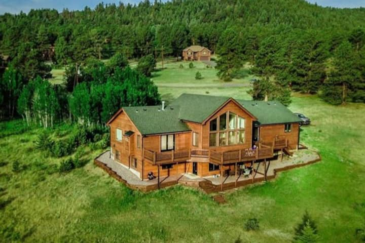 Secluded 3BR lodge on beautiful mountain preserve