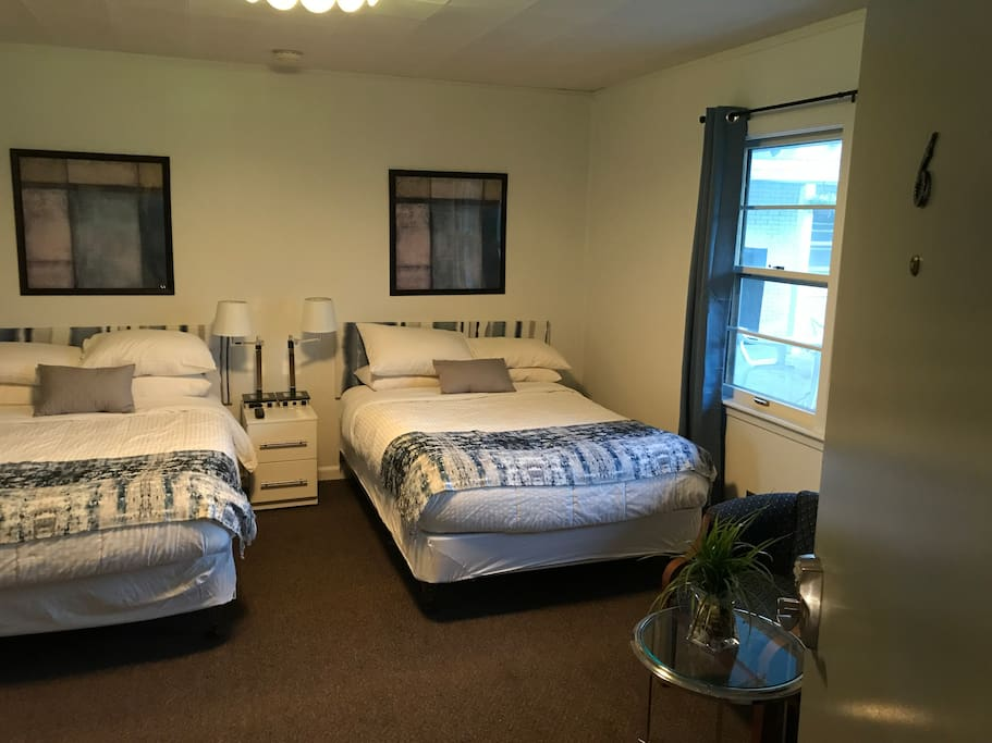 Green lake suites 2 full beds w tub unit 6 boutique for Betten motel one