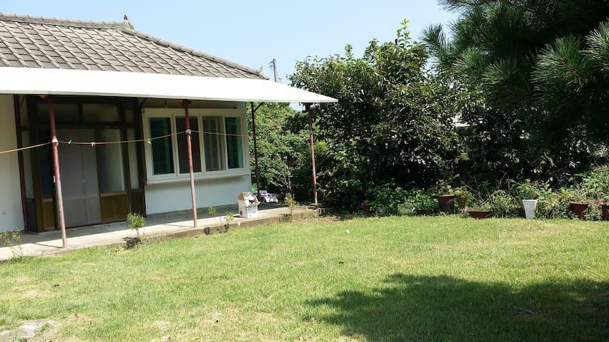 """제주시내에 있는 부록마을 안에 작은집 """"혀니네"""" - Jeju-si - Casa"""