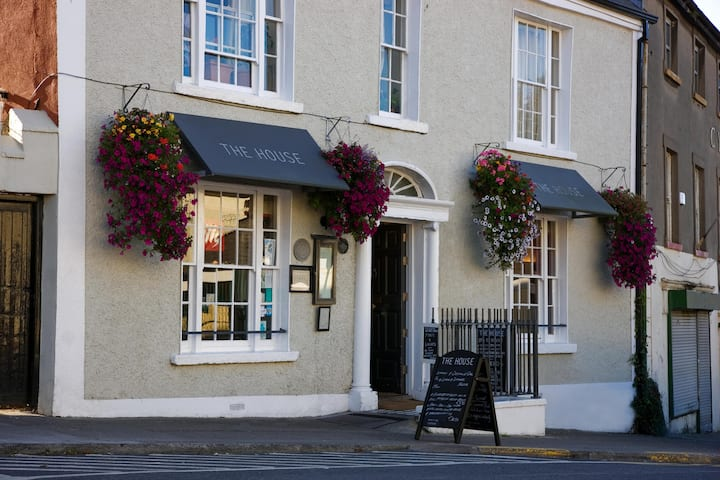 Howth Village Historic Townhouse