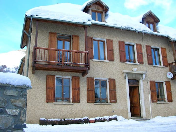 Apartment with 2 bedrooms in La Grave, with wonderful mountain view, balcony and WiFi