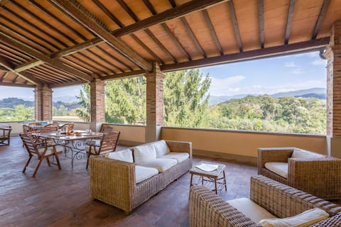 Ancient Medici villa with private pool and views of the hills of Mugello